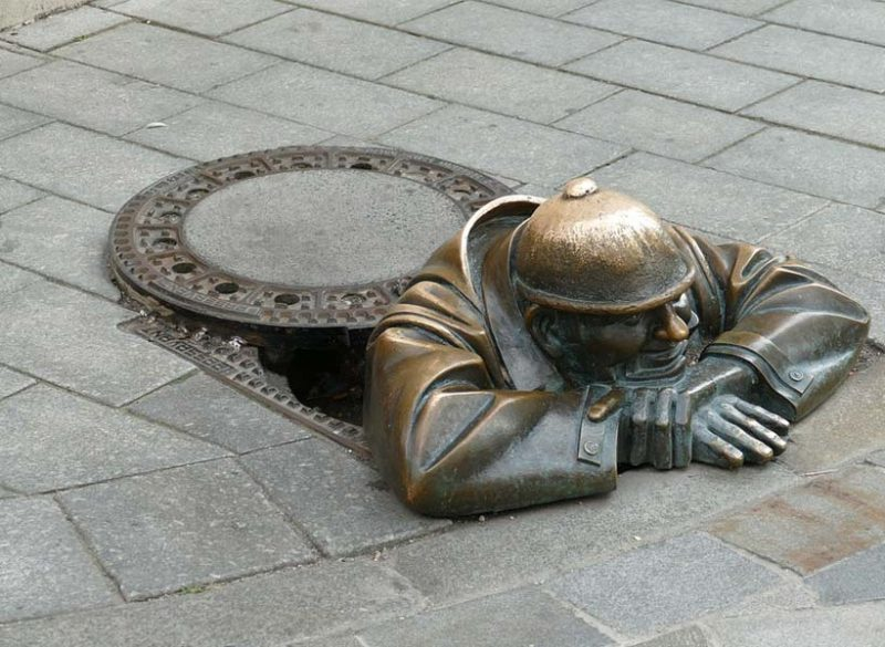 manhole sculpture in Bratislava